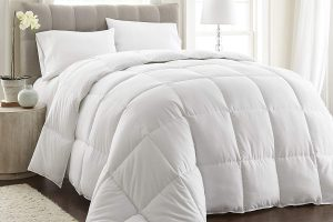 Royal Hotel's King Size Goose Down Alternative Comforter